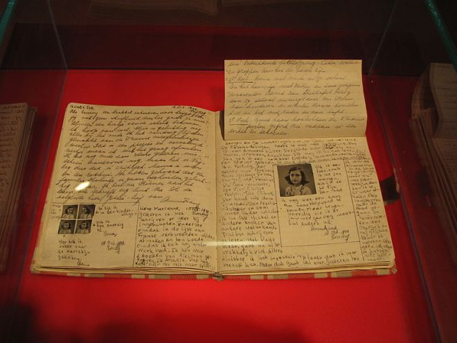 Fig 4 Anne_Frank_Diary_at_Anne_Frank_Museum_in_Berlin-pages-92-93